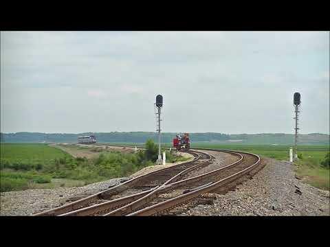 Amt 821 leads Amtrak 59 @ Sidon, MS 9-1-17