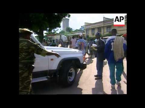 Congo-Wealthy Zaireans ship luxury cars to Congo
