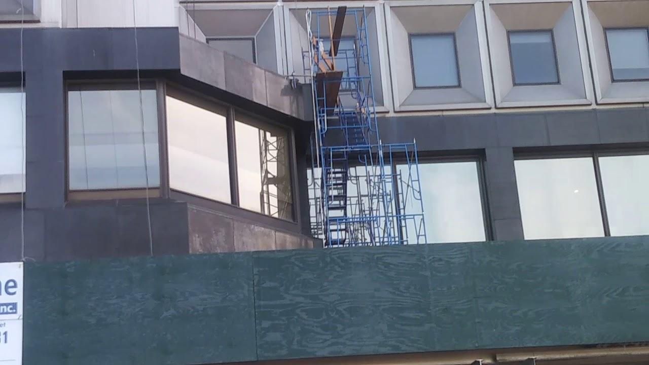 paisanos trabajando mas de pisos de altura en new york
