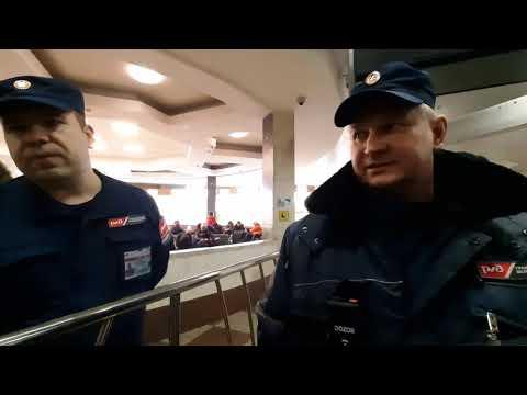 Казанский вокзал. Охранники запрещают съёмку и не пускают со струйным баллончиком.
