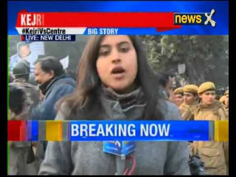 AAP workers protest outside Jaitley's Delhi residence