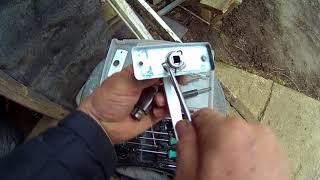 видео Как снять ручку входной металлической двери