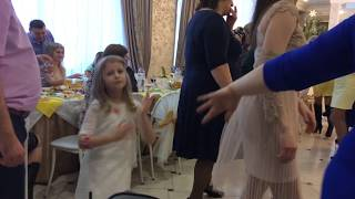 Крестница на свадьбе