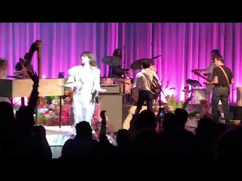 Florence and the Machine – Queen of Peace (Live) Brooklyn Academy of Music May 14, 2018