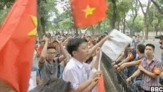 China And Vietnam Risk All-Out War Over Sea Dispute
