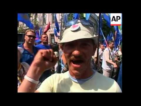 Various protests as Yanukovich pushes for agreement