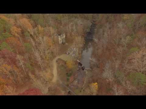 hightower-falls-wedding-venue-in-the-fall