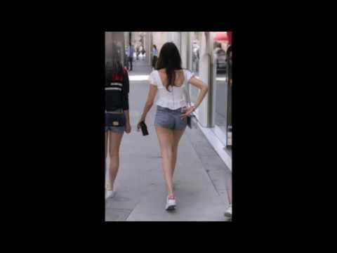 madison-beer-in-denim-shorts-–-shopping-in-beverly-hills