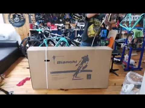 Open box เปิดกล่อง  รถจักรยานเสือภูเขายี่ห้อBianchi grizzly 29.3 Deore 2x10sp Celeste