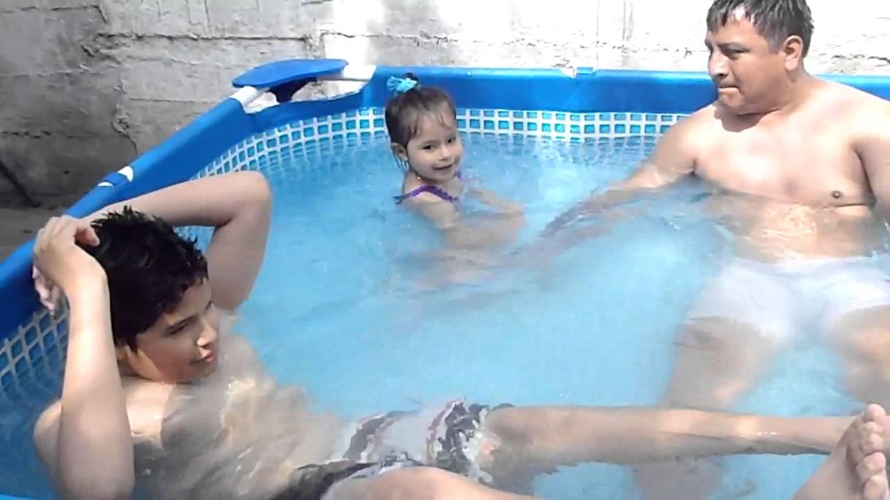 Luciana ba andose en la piscina doovi for En la piscina