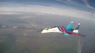Тренировка экипажей «Русских витязей» на Су-30СМ по дозаправке в воздухе