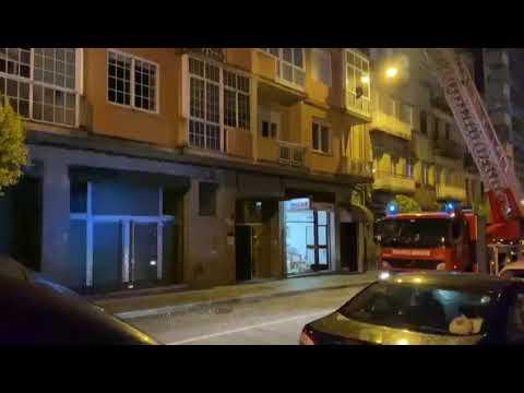 Los bomberos excarcelan a un vecino en la calle Sáenz Díez