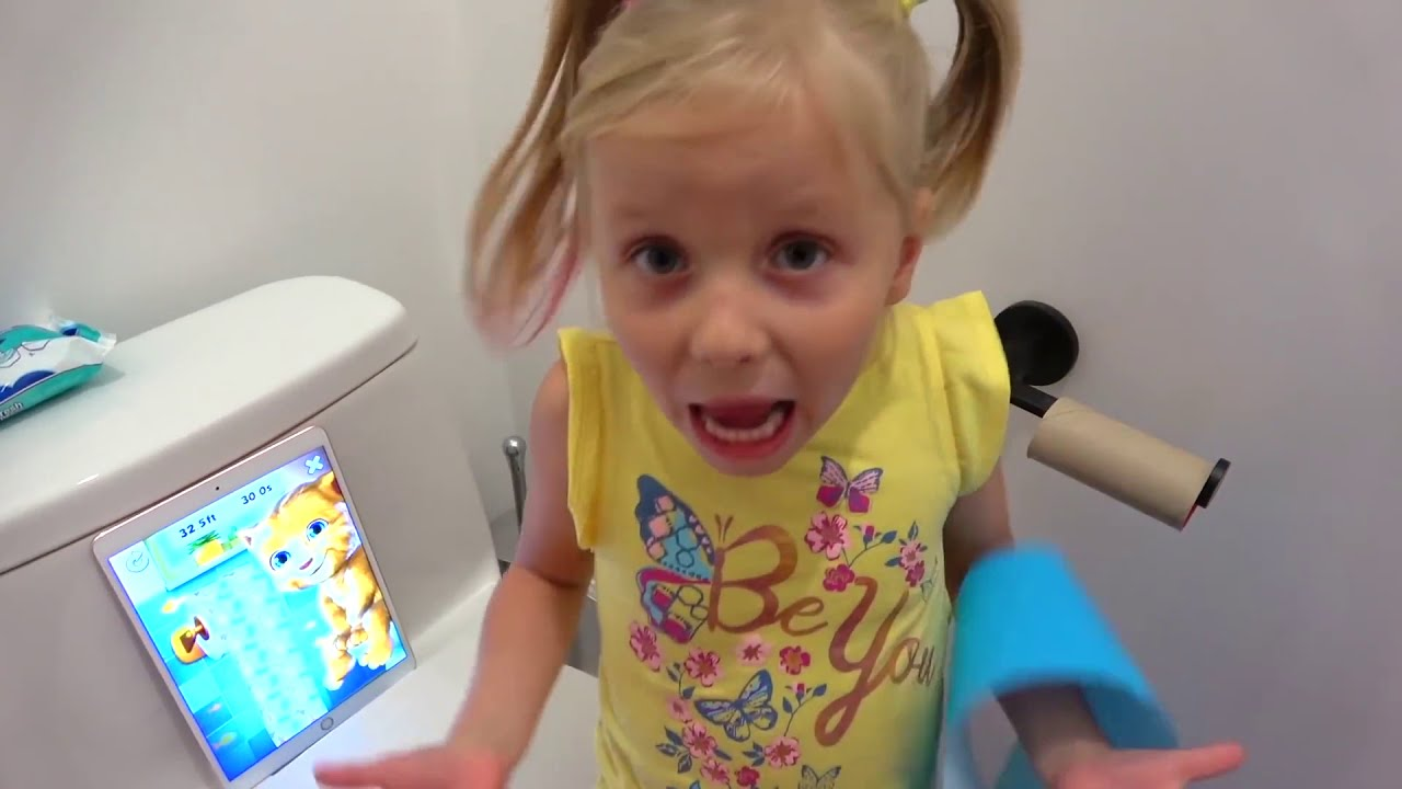 खिलौने के लिए ऐलिस और पिताजी परिवर्तन मिठाई / Alice and dad change sweets for toys