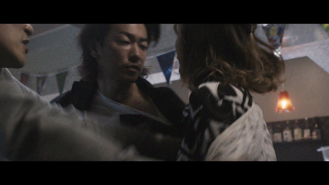 佐藤健 ベッド シーン