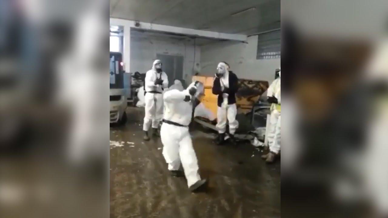 Пандемия не пройдёт: люди в защитных костюмах танцуют лезгинку