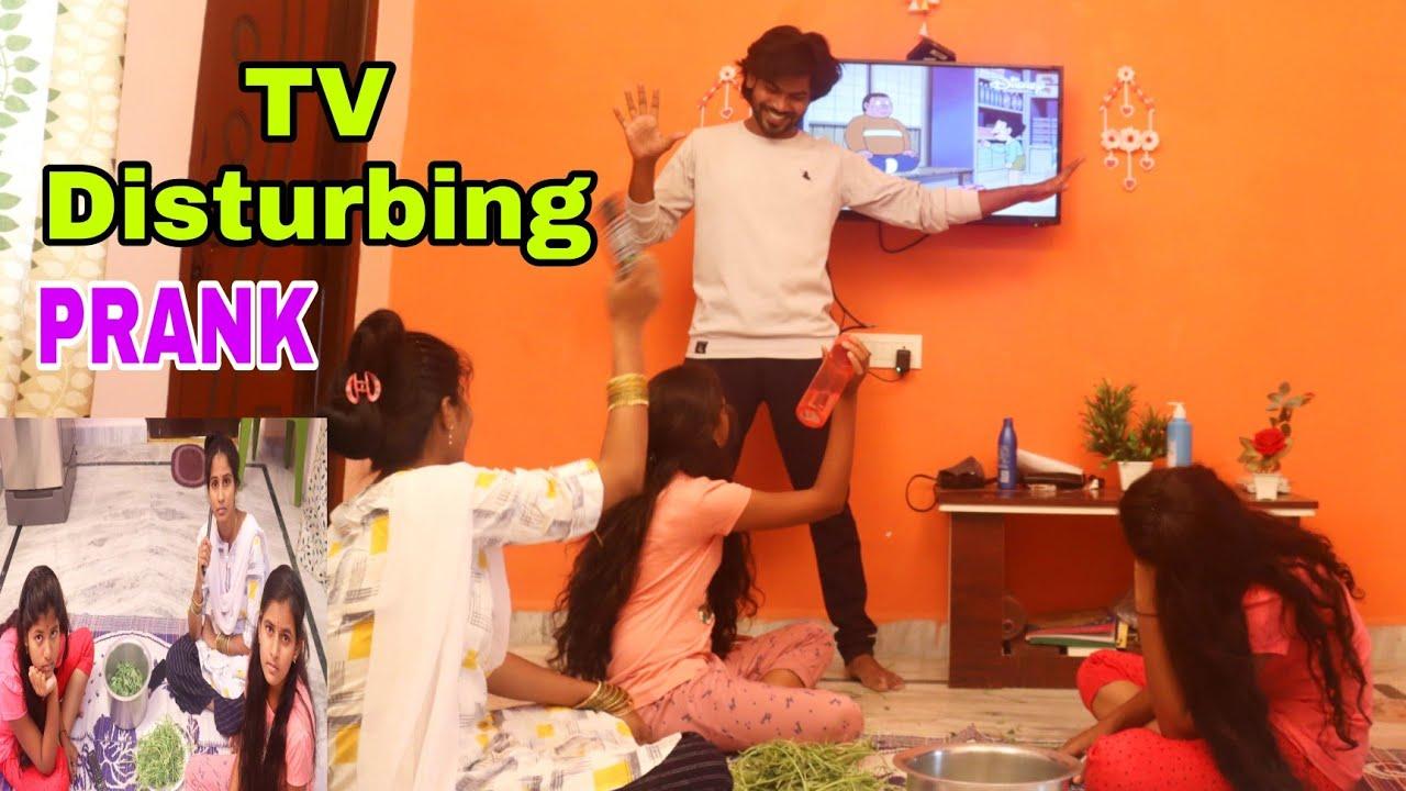 Tv Disturbing Prank😀😛   Bavamardhal   Santhoshivarma   RaviVarma    Cute Couple    Funkypranks