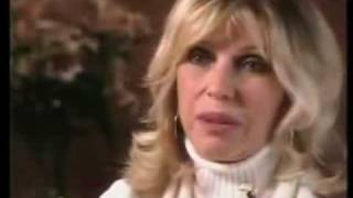 NANCY  SINATRA  -  interview & update 2006