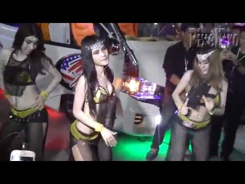 Coyote dancer outside the old club 23 soi 8 pattaya 5