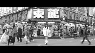モデルのYiRanが、「東京」をテーマに作った洋服のためのイメージムービ...