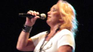 Tanya Tucker - Two Sparrows in a Hurricane (Live)