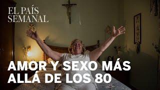 Mujeres mayores de 65 años haciendo el amor