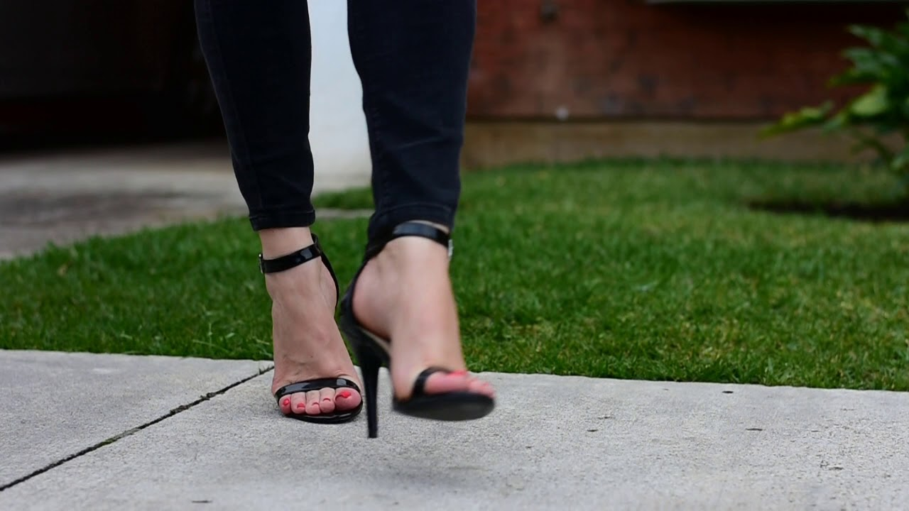 Posing in sexy Highheel Sandals with Rednails