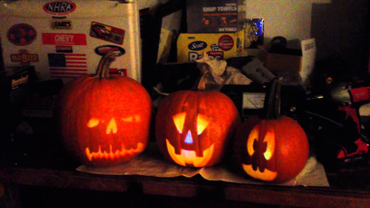 how to set up Singing Pumpkins for Halloween Using ...