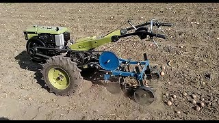 Тяжелый мотоблок уборка урожая картофелекопалкой 2 часть финал