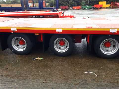 MAC Tri-Axle Commercial Hay & Straw Trailer with Hydraulic Rear Extension