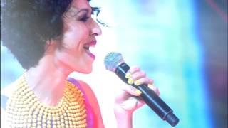 Нани Ева. Выступление