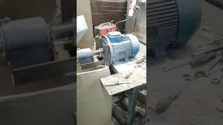 Экструдер для производства кормов для животных с ножом