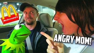 Kermit the Frog & Angry Mom Make Out in McDonalds Drive Thru!