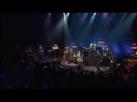 Amy Winehouse - Back To Black (Live)