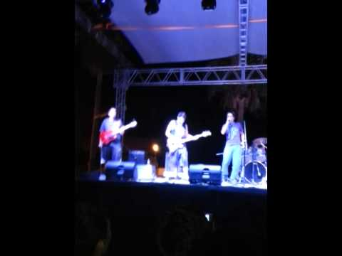 In the dark- covers- Perro traidor(saratoga),Hallowed by the name (iron maiden)