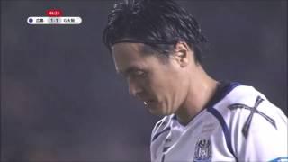 遠藤 保仁(G大阪)が左サイドから供給されたグラウンダーのクロスを押...