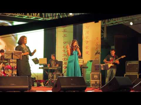 Jab Tak Hai Jaan - Saans - Shreya Ghoshal Live - A Tribute To Yash Chopra - Shahrukh Khan Travel Video