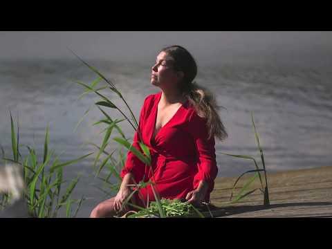 Midsommar i Hemma hos Jessica Hållbar krans och använda ogräs i täckodling