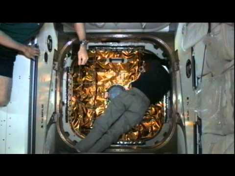 Station Crew Opens Dragon Hatch