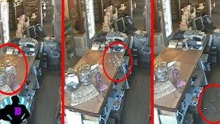El Aterrador fantasma de la tienda de México thumbnail