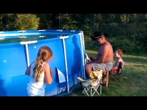 vider une piscine en 2 secondes youtube. Black Bedroom Furniture Sets. Home Design Ideas