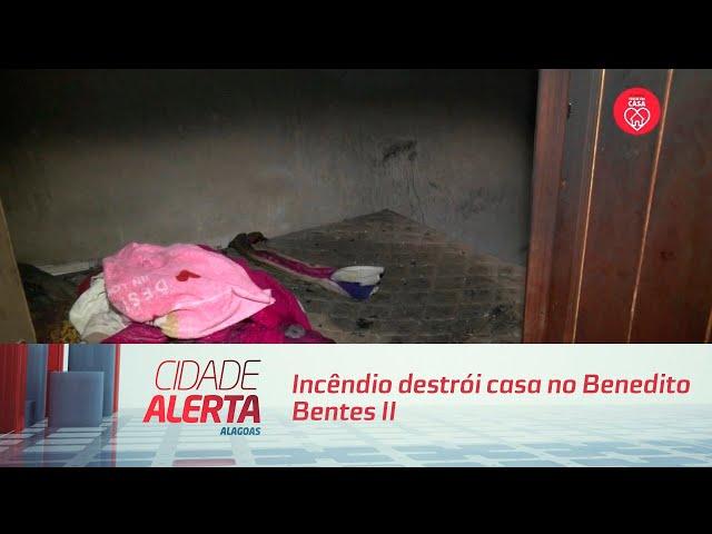 Incêndio destrói casa no Benedito Bentes II; fogo teria começado no ventilador