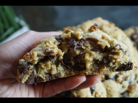How To Make Levain Bakery Inspired Chocolate Chip Cookie