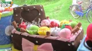 Repeat youtube video Peluang Bisnis Aneka Souvenir dari Kain Flanel