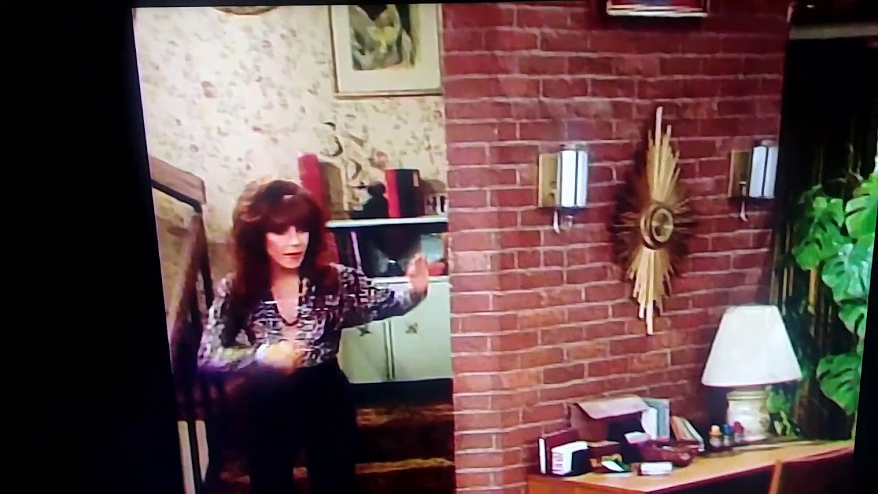 Did Peggy Bundy just dab!? 😹😂😹😂 More dabbing - YouTube