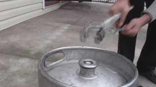 Как открыть пивной кег(Как открыть пивную кегу и не получить в лоб))))), 2013-09-21T08:06:14.000Z)