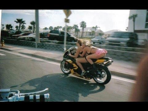 Andando de moto quase pelada 2 7