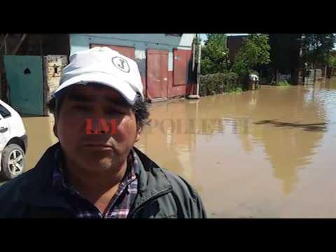 Los vecinos de Puente 83 hacen acequias para drenar el agua