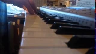 Камас курит не меньше чем Винстон на пианино