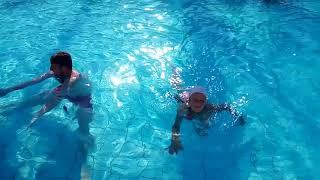 Кипр Айя Напа Идём купаться в бассейн
