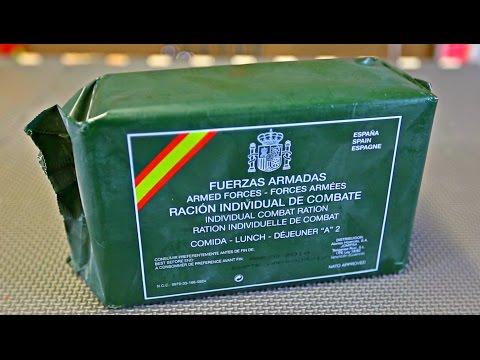 Un ruso, hablando en inglés, 'cocinando' una ración del Ejército español
